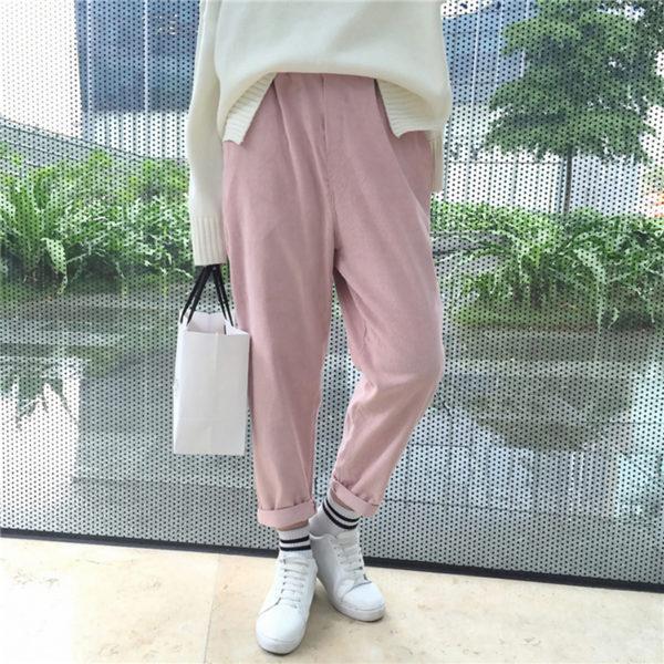 Luźne spodnie sztruksowe